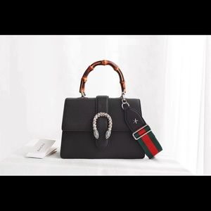 Gucci bag $ 2 5 2